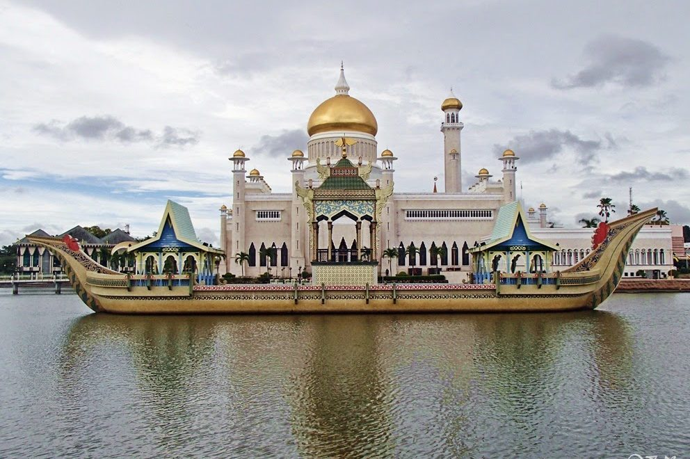 Sultan-Omar-Ali-Saifuddin-Mosque-992×660